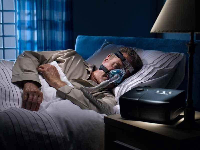 Aparat za vzdrževanje stalnega pritiska v dihalnih poteh – CPAP